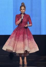 Jennifer Lopez portait une robe du designer Michael... (Photothèque Le Soleil) - image 3.0