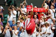 Roger Federer salue la foule après sa victoire.... (REUTERS) - image 2.0