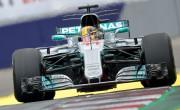 Lewis Hamilton au volant de sa Mercedes W08... - image 1.0