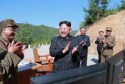 Le leader nord-coréen Kim Jung-Un applaudi à la... (Photo Reuters) - image 1.0