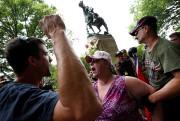 La statue équestre du général sudiste Robert Lee... (Photo Jonathan Ernst, REUTERS) - image 1.0