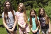 Les quatre filles avant leur passage au salon... (Dominic Sicotte) - image 1.0