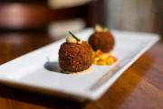 La croquettes de crabe servie par le restaurant... (Photo Olivier Jean, La Presse) - image 2.0