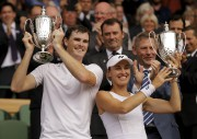 Quelques heures après son compatriote Roger Federer, Martina... (AP, Alastair Grant) - image 4.0