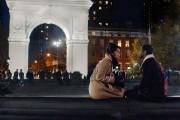 Dev et Francesca finiront-ils par s'avouer leur amour?... (Photo Netflix) - image 2.0