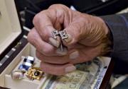 Rolex, boutons de manchettes incrustés de diamants, argent... (Patrice Laroche) - image 2.0
