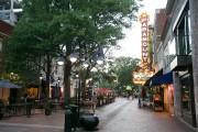 Le centre-ville piéton de Charlottesville est très animé,... (Photo François Roy, La Presse) - image 4.0