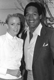 O.J. Simpson et son ex-femme Nicole Brown en... (Archives AP, Nick Ut) - image 2.0