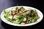 La salade du marché est immense,avec des rabioles... (PHOTO BERNARD BRAULT, LA PRESSE) - image 2.1