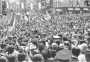 Une foule monstre s'est massée dans le Vieux-Québec... (Archives Le Soleil) - image 4.0