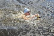Les nageurs ont pris soin de bien s'hydrater.... (Photo Le Quotidien, Gimmy Desbiens) - image 1.1