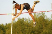 Au saut à la perche, Ariane Beaumont-Courteau a... (Photo Facebook Excellence sportive Sherbrooke) - image 1.0