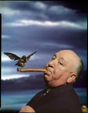 AlfredHitchcock pour la promotion du film TheBirds, 1962,... (Photo PhilippeHalsman, fournie par le Musée national des beaux-arts du Québec) - image 2.0