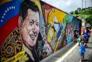 Une murale représentant l'ancien président vénézuélien Hugo Chavez.... (AFP, Ronaldo Schemidt) - image 2.0