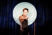 Dans Hypno, Simon Lacroix incarne l'hypnotiseur Luc Potvin.... (PHOTO TIRÉE DE LA PAGE FACEBOOK DE L'ÉMISSION) - image 1.1