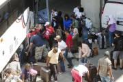 Un premier groupe de migrants a été emmené... (La Presse canadienne, Ryan Remiorz) - image 2.0