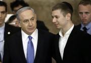 Benyamin Nétanyahou et son fils Yaïr visitent le... (AFP) - image 2.0