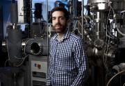 Stéphane Kéna-Cohen dans son laboratoire... (IMAGE FOURNIE PAR POLYTECHNIQUE MONTRÉAL) - image 1.0