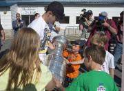 Sidney Crosby a rencontré de jeunes partisans à... (PC) - image 2.0