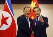 Le chef de la diplomatie nord-coréenne Ri Yong-Ho... (AP) - image 2.0