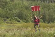 Laura Couillard a sauté, samedi, en parachute, tout... (Courtoisie, Andréanne Tremblay) - image 4.0