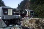 Un autobus endommagé par le séisme... (AFP) - image 2.0