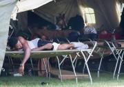 De larges tentes ont été installées par les... (La Presse canadienne, Graham Hughes) - image 1.0