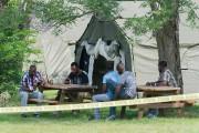 De larges tentes ont été installées par les... (Archives, La Presse canadienne) - image 1.1