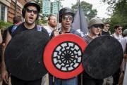 Vincent Bélanger-Mercure (à gauche) amanifesté samedi dernier aux... (PHOTOEDU BAYER,THE NEW YORK TIMES) - image 2.0