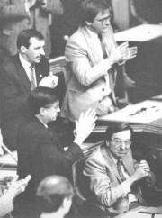 Le premier ministre Robert Bourassa, arborant une mine... (Archives Le Soleil) - image 4.0