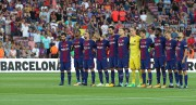 Les joueurs du FC Barcelone ont observé un... (REUTERS) - image 3.0