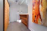Dans le hall d'entrée, le propriétaire a récupéré... (PHOTO FOURNIE PAR ROYAL LEPAGE DU QUARTIER) - image 1.0