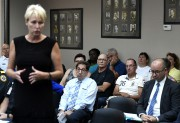 Près de 40 résidants ont écouté les propos... (PC) - image 2.0