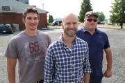 Les administrateurs Olivier et Vincent Perron entourent Justin... (Janick Marois) - image 1.0