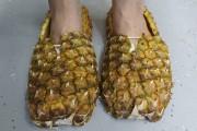 Ses souliers de course en ananas.... (Etienne Groulx) - image 2.1