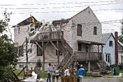 Le toit d'une maison a été arraché à... (Photo Patrick Sanfaçon, La Presse) - image 1.0