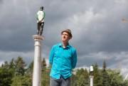Le sculpteur Jean-Robert Drouillard devant une des quatre... (Photo Martin Tremblay, La Presse) - image 2.0