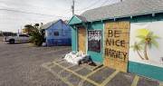 Des évacuations ont eu lieu jeudi à Port... (AP, Eric Gay) - image 2.0