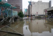 Le quartier des théâtres n'a pas été épargné... (AFP) - image 2.0