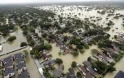 Des quartiers entiers à Houston étaient pratiquement submergés... (AP) - image 2.0