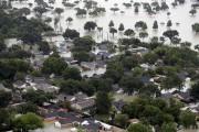 Des quartiers entiers ont été submergés.... (AP, David J. Philipp) - image 2.0