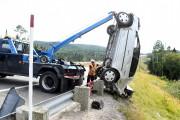 L'automobile a été tirée par un câble par... (Photo Le Quotidien, Rocket Lavoie) - image 2.0