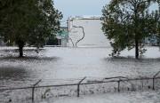 L'usineArkema est en partie submergée par les eaux.... (AP) - image 2.0