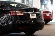 Un Modèle S dans un magasin Tesla de... - image 3.0