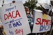 Une manifestation pro-DACA a eu lieu devant le... (AP) - image 2.0