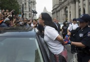 La police a dû intervenir à New York... (AFP, Bryan R. Smith) - image 3.0