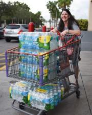 Cette cliente d'un Costco à Miami Beach a... (AFP) - image 4.0