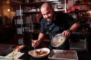 Marcel Larrea, chef et copropriétaire du bar-restaurant péruvien... (PHOTO HUGO-SÉBASTIEN AUBERT, LA PRESSE) - image 3.0