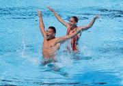 Les nageurs René Robert Prévost et Isabelle Rampling... (PHOTO REUTERS) - image 3.0