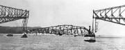 À 10h50 le 11septembre1916, la travée centrale se... (St. Lawrence Bridge Co) - image 4.0